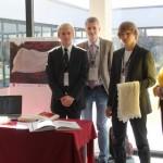 Haapsalu õpilasfirma mPadArt koos juhendaja Angela Leppikuga